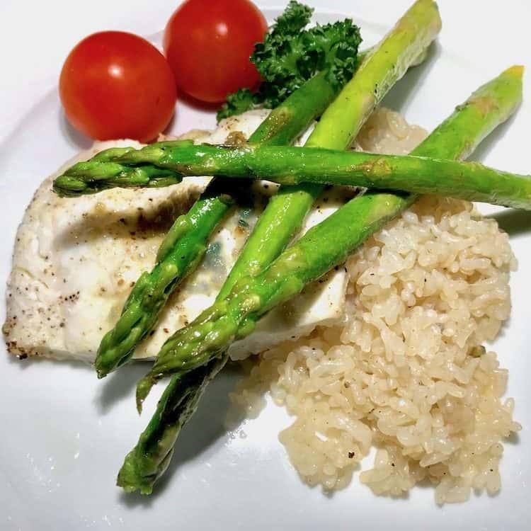 Fisk, torsk, shirataki ris, sparris