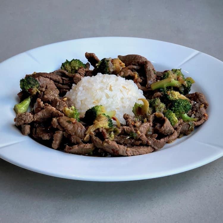 Shirataki ris, lövbiff, ingefära, vitlök, soja.