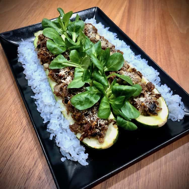 Shirataki ris, nöttfärs, lök, zucchini, parmesanost, salvia