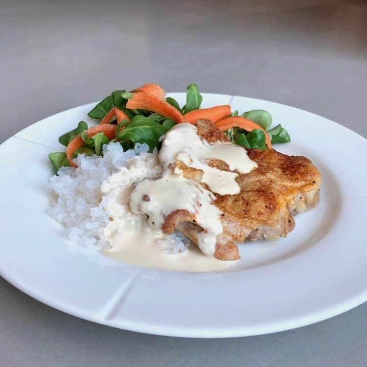 Kyckling,low carb ris, färskost, grädde, sallad