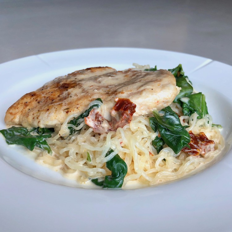 Kyckling, grädde, PureSpaghetti, spenat, soltorkade tomater, vitlök, salt, pepper, allround krydda,
